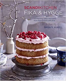 ScandiKitchen: Fika and Hygge: Comforting cakes and bakes from Scandinavia with love: Amazon.es: Bronte Aurell: Libros en idiomas extranjeros