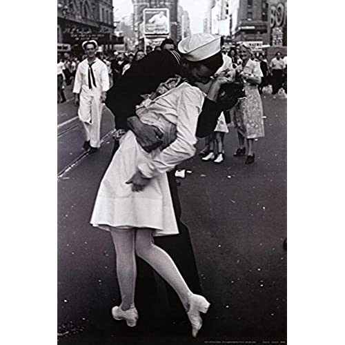 Kissing on vj day nurse kissing sailor art poster full size poster print 24x36