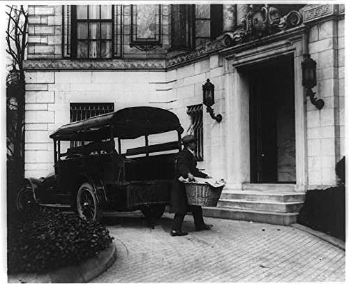 HistoricalFindings Photo: Moving Coolidge's effects,man carrying basket from trunk,temporary White House