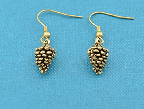 Pine cone earrings in 24K gold plated pewter. Pine cone earrings. Nature earrings. Hypoallergenic earrings. Gold earrings.