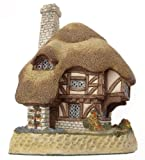 Previously owned David Winter cottage. Retired in 1995.Although previously owned this is in good previously owned condition - very minor wear only. No certificate. Measures approximately 5.25 x 3.5 x 3.25 inches.
