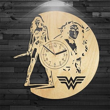 Amazon.com: Reloj Superwoman Superwoman de Madera, DC Comics ...