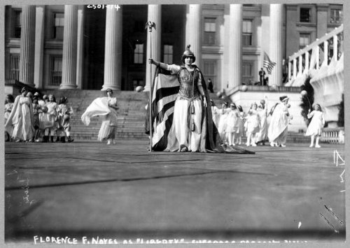 Photo: National American Woman Suffrage Parade, Washington, DC, March 1913, Hedwig Reicher . Size: 8