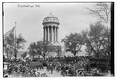 1917 Photo Decoration Day [1917 the Memorial Day festivities on Fifth Avenue, at the Soldiers' and Sailors' Monument in Riverside Park, New York City, May 30, 1917. (Source: Flickr Commons - New 5th On Stores York City Avenue In