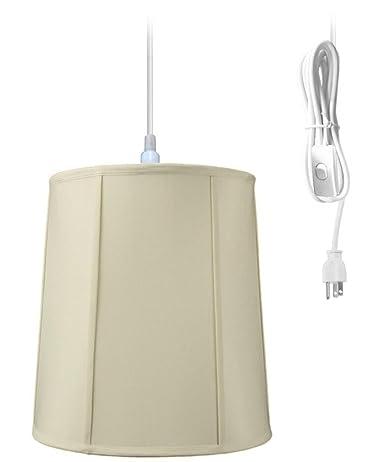 Lámpara de techo colgante en el hogar concepto de enchufe ...