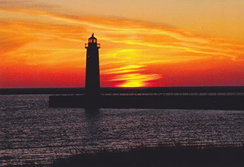(LIGHTHOUSES08 - MUSKEGON PIER LIGHT MUSKEGON, MICHIGAN - - Another Beautiful LIGHTHOUSE POSTCARD from HibiscusExpress)