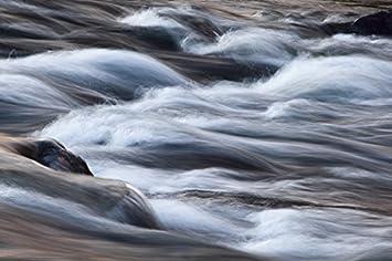 Agua En Movimiento En Un Río Wilderness Area De Arjeplog Suecia