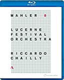 Gustav Mahlers 8th Symphony breaks the boundaries of the symphonic form in a world-embracing gesture. Riccardo Chailly is one of the staunchest performers of this work, and therefore it seemed appropriate in many ways that he chose this work for his ...