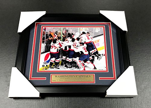 3 Champions Photo (WASHINGTON CAPITALS TEAM PHOTO 8X10 FRAMED #3 2018 STANLEY CUP CHAMPIONS)