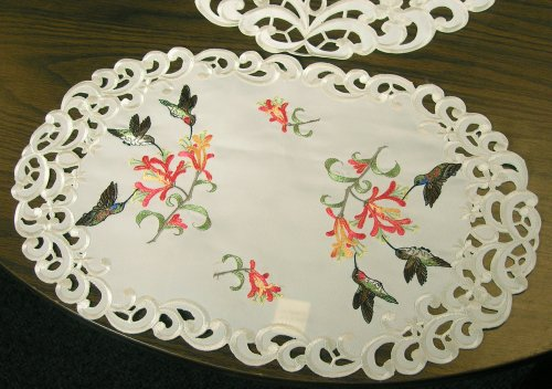 BANBERRY DESIGNS Hummingbird Embroidered Placemats with Trumpet Vine Flowers on Cream Background, (Set of 2, 11x17 Inch)
