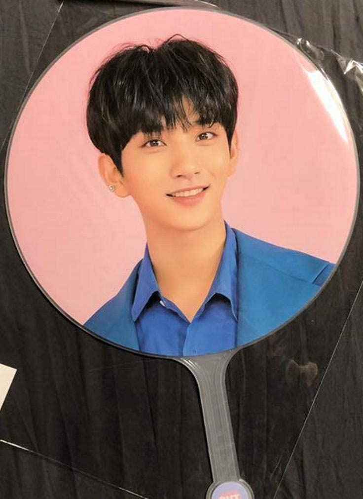 カラット ランド Seventeen SEVENTEEN(セブンティーン)メンバー が着用する韓国ブランドとは?