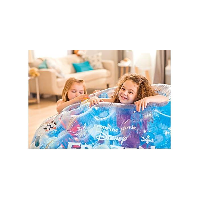 51Ur4t4YtfL Iglú hinchable Frozen de Intex. Medidas del iglú: 185x157x107 cm Iglú fabricado con vinilo muy resistente y de color azul transparente para mayor seguridad de los niños Incluye 12 pelotas de colores de Fun Ballz de 6,5 cm para encajarlas en los agujeros interiores del iglú