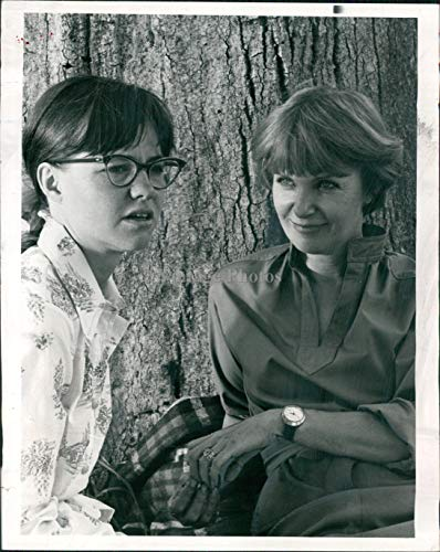 Vintage Photos 1976 Press Photo Actress Joanne Woodward Sally Field Sybil NBC Big Event 7X9