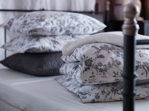 White and Grey Queen / Full Duvet Cover and 2 Pillow Cases