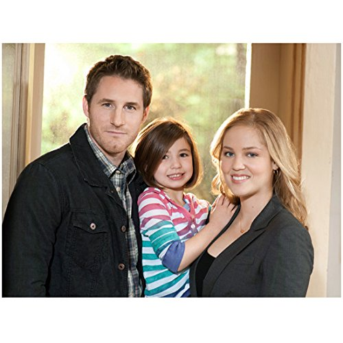 Parenthood Sam Jaeger as Joel Savannah Paige Rae as Sydney and Erika Christensen as Julia 8 x 10 inch photo