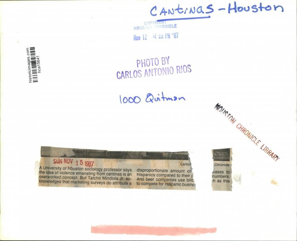 Amazon.com: 1987 Press Photo Beer Billboard in Hispanic area of Houston, Cantinas: Photographs