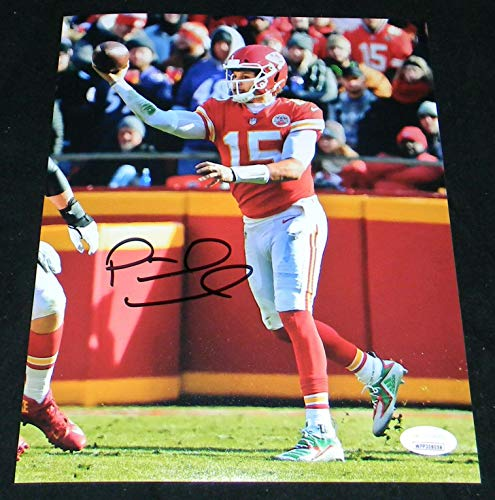 Signed Patrick Mahomes Photo - NO LOOK PASS 8x10 - JSA Certified - Autographed NFL Photos