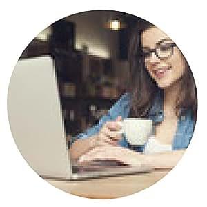 alfombrilla de ratón mujer inconformista hermosa usando la computadora portátil en el café - ronda - 20cm