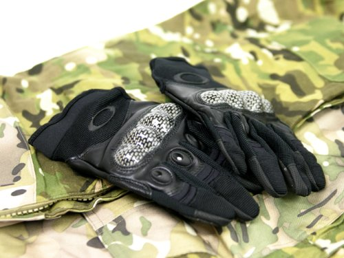 [I use a stretch material that does not interfere with the movement of the fingertip and excellent fit] OAKLEY Oakley Tactical type glove / BK L - Oakley Types