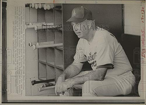 Vintage Photos 1975 Press Photo Dodgers Manager Walter Alston in Dugout During Preseason Game
