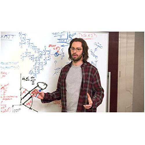 silicon-valley-tv-series-2014-8-inch-x-10-inch-photo-martin-starr-plaid-shirt-over-grey-tee-standing