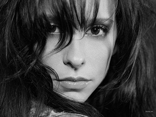 - Gabriela 19inch x 14inch Jennifer Love Hewitt Ghost Whisperer The Tuxedo Love Songs Waterproof Poster (Bathroom, Outdoors wherever you like)