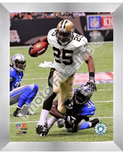 - Poster Palooza Framed Reggie Bush 2009 with The Ball- 8x10 Inches - Art Print (Stainless Steel Frame)