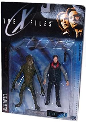 X-Files Series 1 The X-Files: Fight The Future Movie Agent Fox Mulder Action Figure With Cryopod Chamber And Human Host by X-Files Series 1