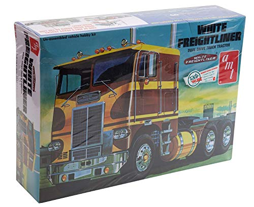 AMT 1:25 Scale Freightliner Dual Drive Model Kit