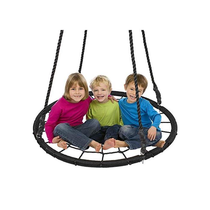 51VTFOZTIFL LÍMITE DE PESO: 400 libras. Amplio espacio para columpios con un diámetro de 40 pulgadas. El gran espacio permite que los niños se sienten libremente. Bajo la supervisión de un adulto. DURABLE Y ANTI-ENVEJECIMIENTO: Cuerda de polietileno retorcido de tres hilos (PE), fuerte resistencia a la tracción, gruesa, antienvejecimiento, perfecta para clima lluvioso o soleado al aire libre durante mucho tiempo. SEGURO Y COMPARTIR: Cuerda PE de alta calidad con marco de acero para que los niños jueguen de forma segura y compartan felicidad y sonrisas juntos. Regalo perfecto para su familia.