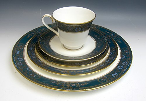 Royal Doulton China CARLYLE 5 Piece Place Setting(s) ()