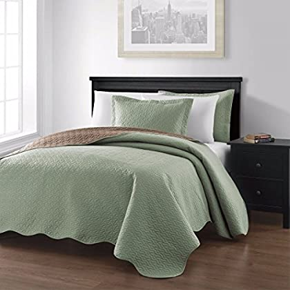 Image of Collection Mesa 3-piece Oversized Reversible Coverlet Bedspread King/Sage/Taupe Colors Home and Kitchen
