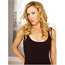 Felicity Huffman 8 inch x 10 inch PHOTOGRAPH Desperate Housewives Transamerica Phoebe in Wonderland Wearing Black Tank Top Right Hand on Hip kn