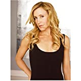 Felicity Huffman casual pose as Lynette Scavo in Desperate Housewives 8 x 10 Inch Photo