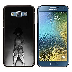 Qstar Arte & diseño plástico duro Fundas Cover Cubre Hard Case Cover para Samsung Galaxy E7 E700 (Creepy Chica Emo)