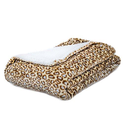 Cozy Fleece Leopard Blankets Reverse