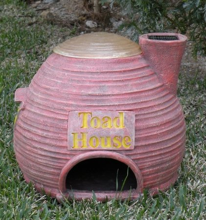 Homebrite 30135 11 in. Solar toad house with lighted top in amber LEDs (Solar Toad)