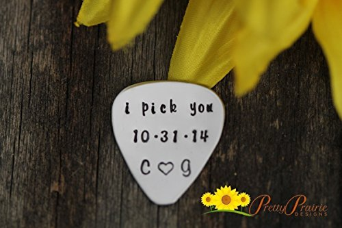 Hand Stamped Guitar Pick (Love Guitar Pick - Engraved Guitar Pick - Hand Stamped Pick - Birthday Boyfriend Pick - Anniversary Gift for Men - Iregalos De Aniversario)