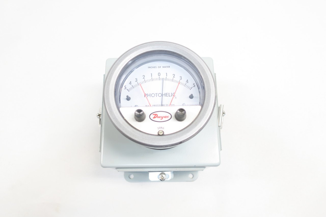 NEW DWYER A3310-WP PHOTOHELIC A3000 PRESSURE SWITCH/GAUGE 5-0-5IN-H2O D585688
