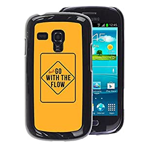 A-type Arte & diseño plástico duro Fundas Cover Cubre Hard Case Cover para Samsung Galaxy S3 MINI 8190 (NOT S3) (Yellow Go With The Flow Text Sign Inspiring)
