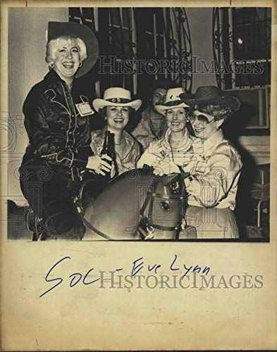 1980 Press Photo Urban Cowgirls Party, Texas - saa23338