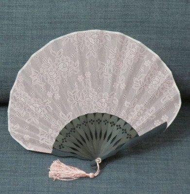 - Lace fan Japan Folding Retro Shell dinette Kwai type fan Lace models Fashion fan Water pink