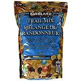 Kirkland Signature Trail Mix -Peanuts, Raisins, Almonds and Cashews, 1.36 kg