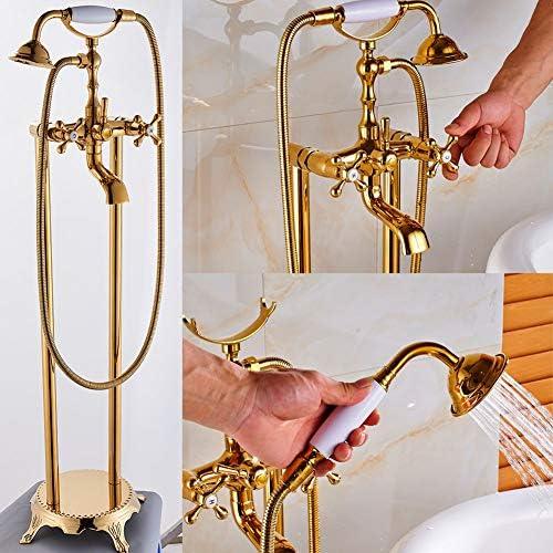 ゴールドの床に設置されたバスタブの蛇口、デュアルハンドルのバスルームのバスタブのシャワーセット自立型浴槽フィラーミキサータップハンドシャワー付き