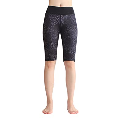 741fff71ac8bf SOUTEAM Women's Knee-Length Printed Leggings Athletic Workout Yoga Pants  with Inner Pocket