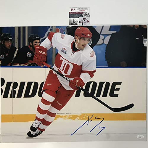 Autographed/Signed Pavel Datsyuk Detroit Red Wings 16x20 Hockey Photo JSA COA