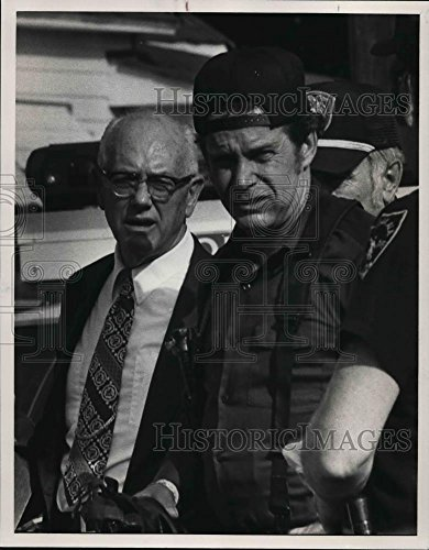 Vintage Photos 1982 Press Photo Jack Warren, Sergeant Bobby Hayes - abna39347
