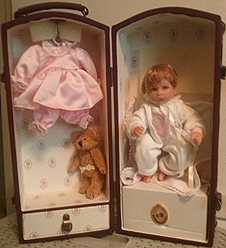 "Lee Middleton ""Baby & Me"" Doll Family 2002 Collector's Club Doll with Trunk"