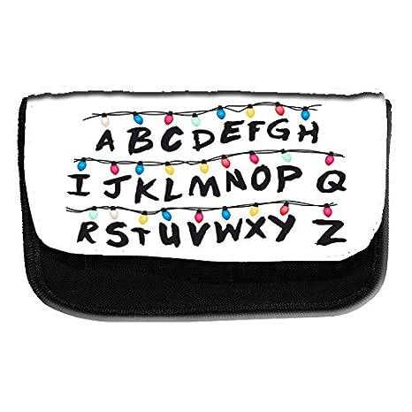 Estuche escolar con el alfabeto inspirado en Stranger Things ...