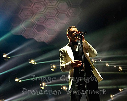 justin-timberlake-on-stage-in-tux-8x10-photo